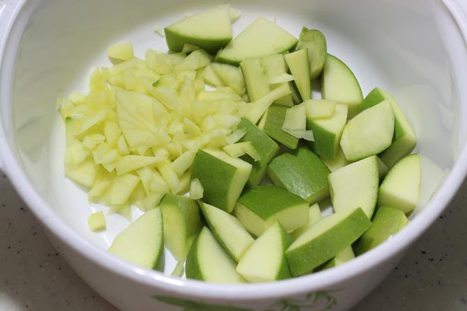 washing mango for mango pickle recipe