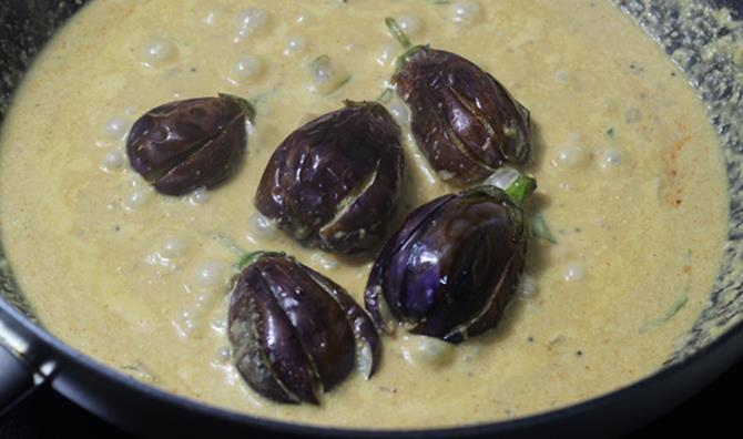 cooking bagara baingan