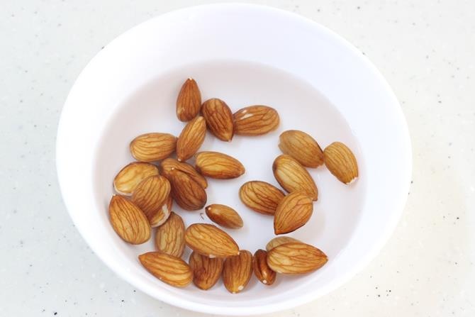 soaked almonds for carrot milk