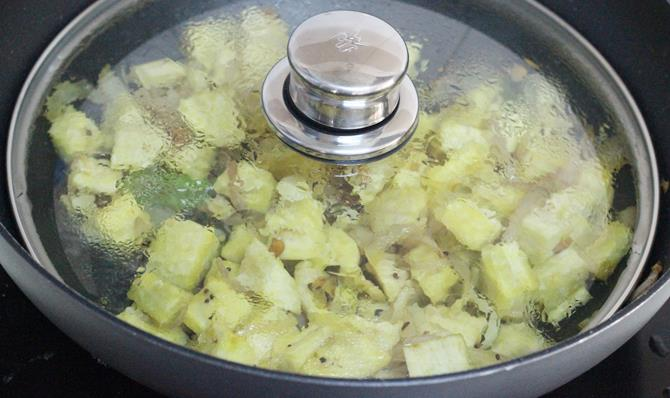 covered cooking for plantain curry