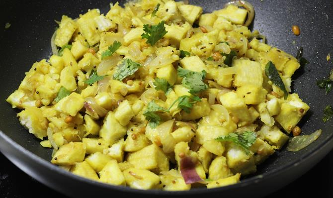 coriander leaves for plantain curry