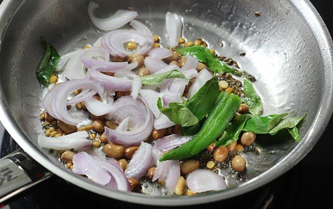 addtion of onions to pan for semiya upma recipe