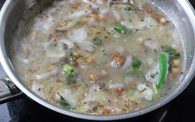addition of hot water to make semiya upma