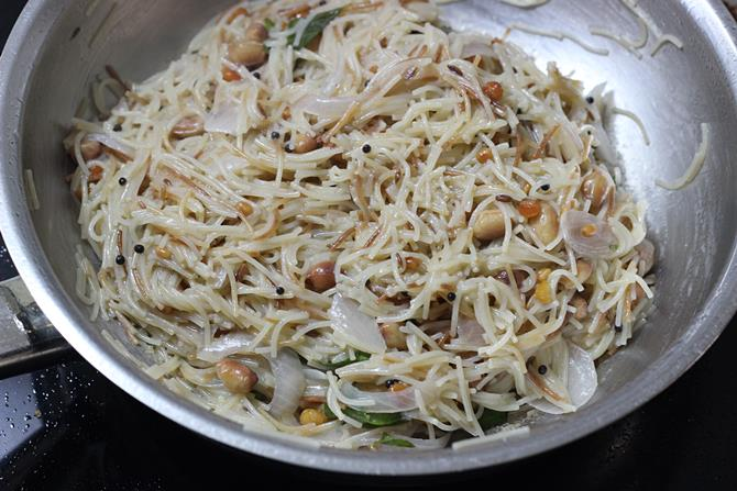 lemon juice coriander leaves for semiya upma