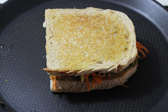 pan roasted egg chutney sandwich