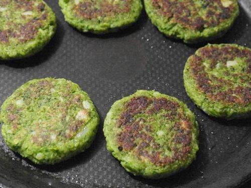shallow frying hara bhara kabab till crisp
