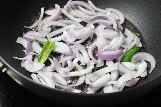 addition of chili onion for paneer jalfrezi recipe