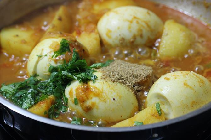coriander leaves for easy aloo egg curry recipe