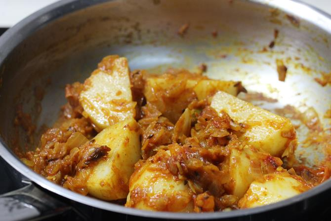 sauteing masala for aloo egg curry recipe