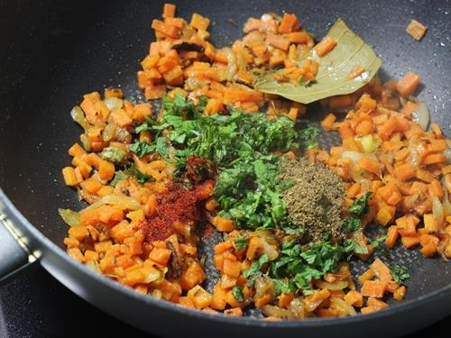 using spice powders for carrot rice