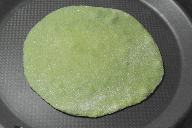 bubbles on flattened bread for spinach paratha recipe