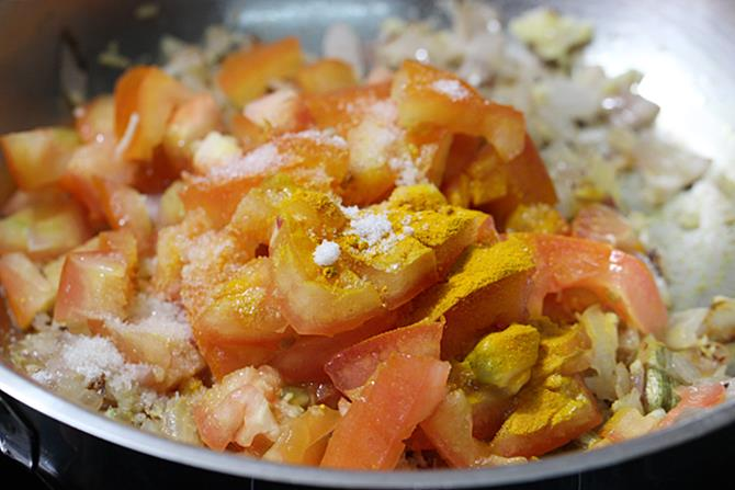 addition of tomatoes for potato egg curry recipe