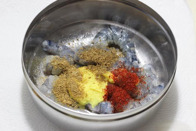 addition of spice powders for prawns fry recipe