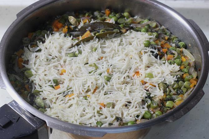 cooked pulav in pressure cooker