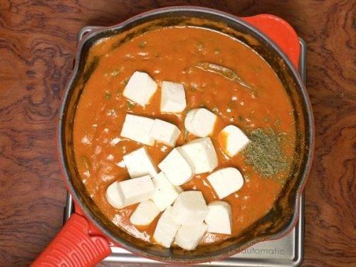 adding paneer chilli kasuri methi in matar paneer