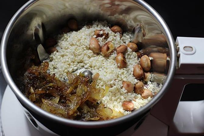 blending roasted peanuts coconut to make mirchi ka salan recipe