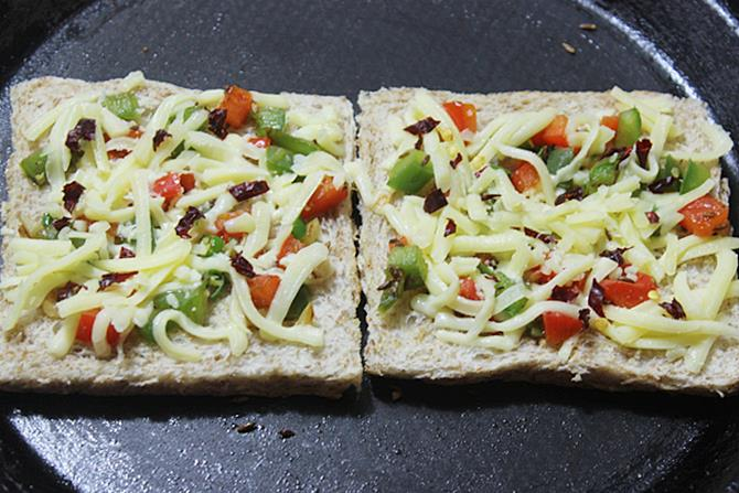 grilling on tawa capsicum cheese toast