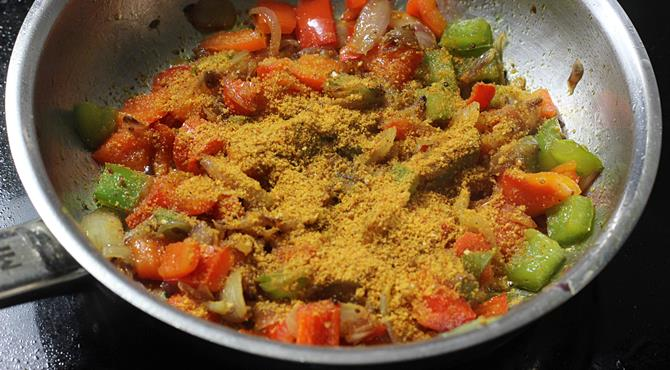 Add the spice powder to make capsicum fry