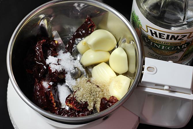 making sauce for garlic paneer recipe