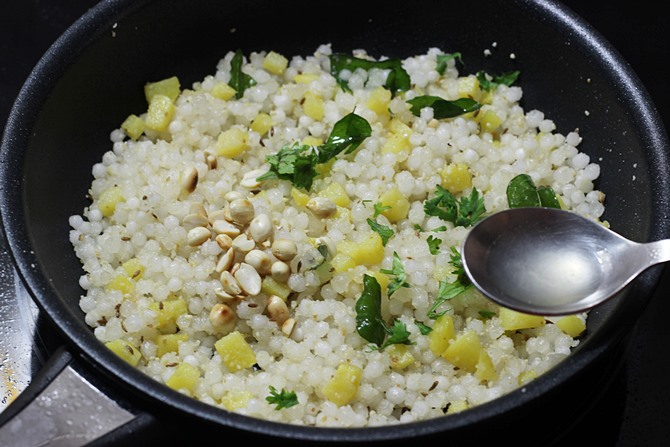 sprinkling lemon juice cilantro for sabudana khichdi recipe