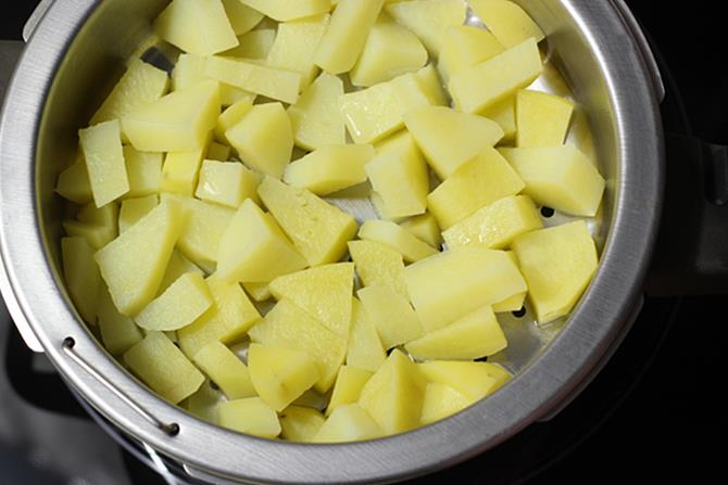 steaming potatoes for bread roll recipe