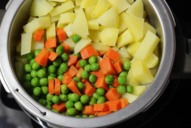steaming carrots peas for bread roll recipe