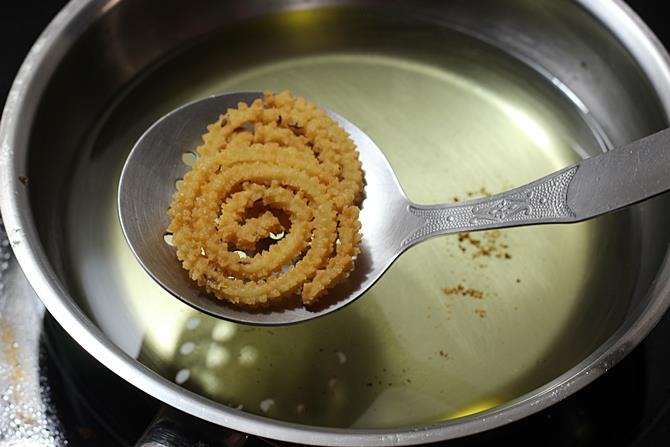 dropping butter murukku in hot oil