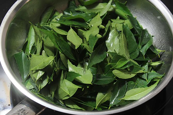saute leaves for karivepaku podi