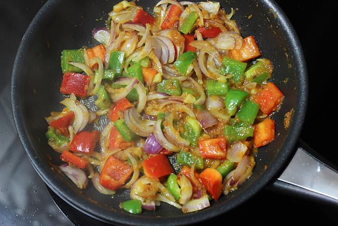 sauteing onions for pepper paneer recipe