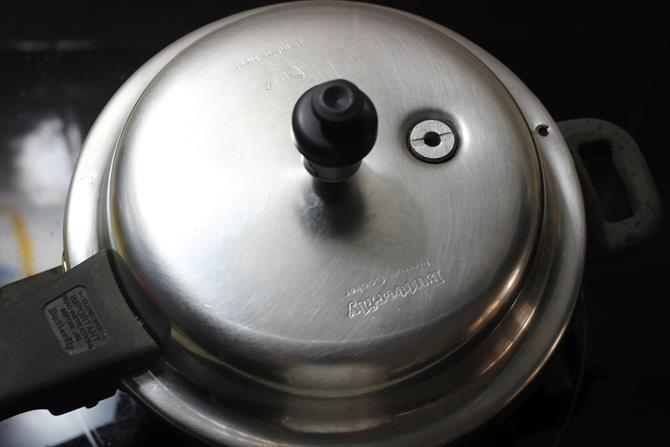 making rajma recipe in pressure cooker