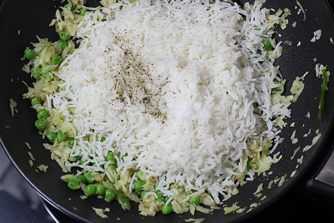 Add rice, sprinkle salt