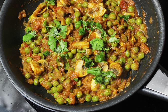 garnish peas mushroom curry
