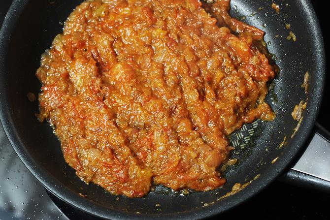 cook onion tomato mixture