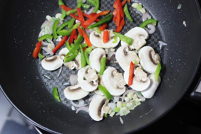 frying capsicum for mushroom fried rice recipe