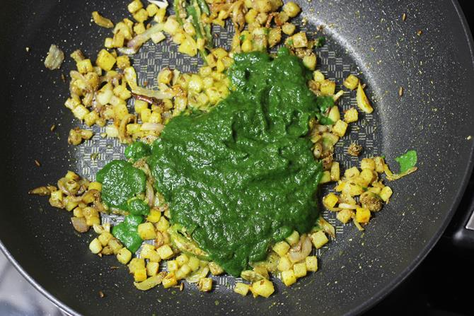 addition of puree to make palak pulao recipe