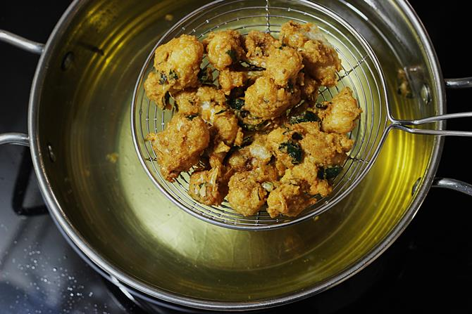 golden fried cauliflower pakoda