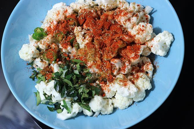 garam masala vaamu to make cauliflower pakoda