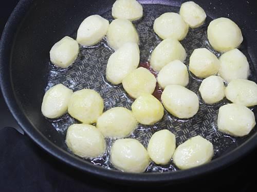 frying potatoes to make dum aloo recipe