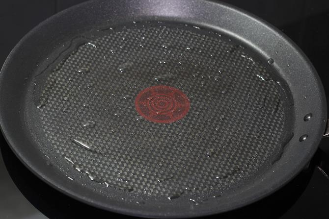 heating pan with oil