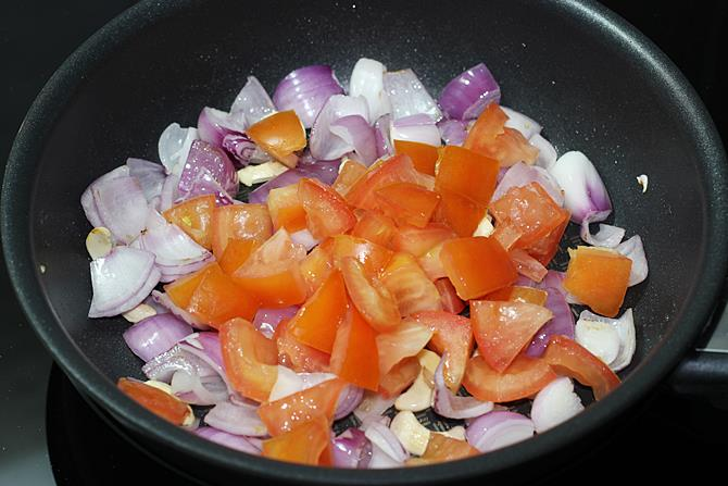 cooking tomatoes for making kadhai paneer recipe
