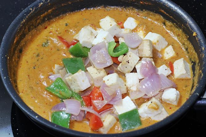 addition of veggies to simmering curry