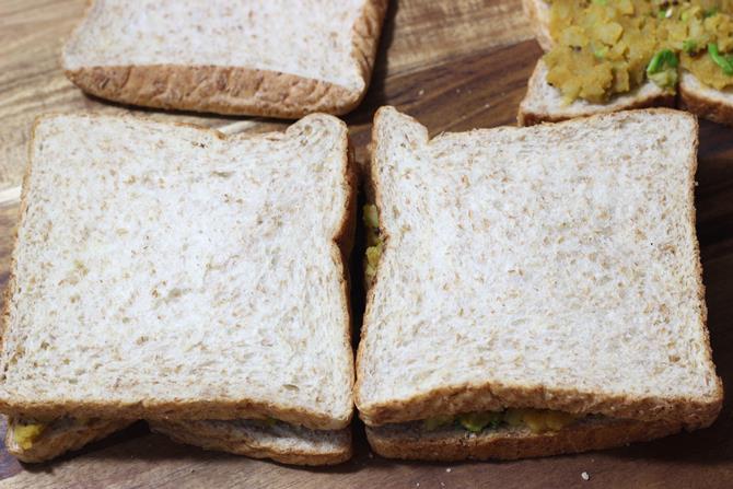 potato sandwiched bread pakora recipe