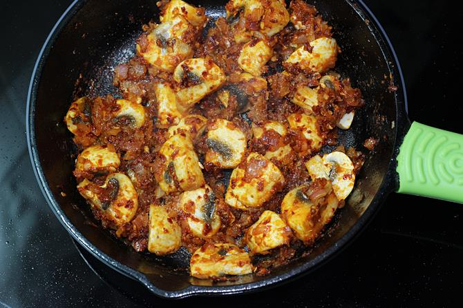 coat sauce to make garlic mushroom recipe