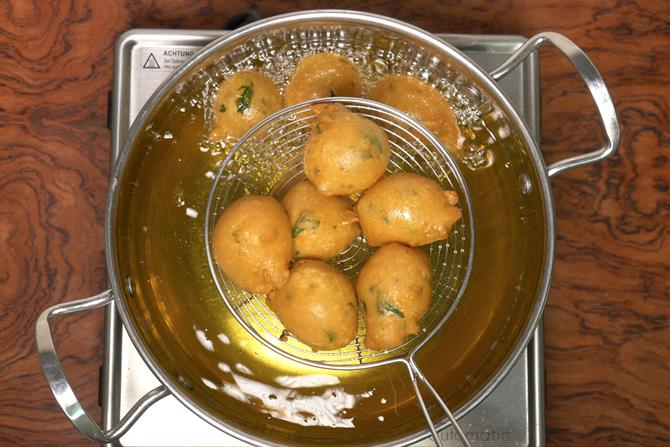 draining mysore bonda from oil
