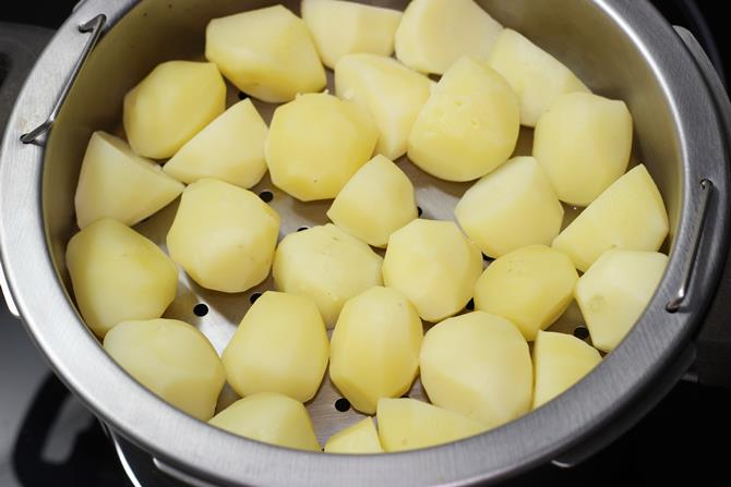 Wash and peel the potatoes