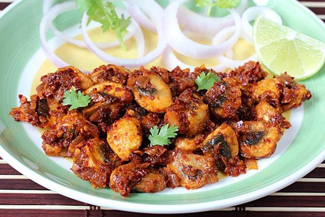 Mushroom recipes 20 healthy simple indian mushroom recipes garlic mushroom recipe forumfinder Images