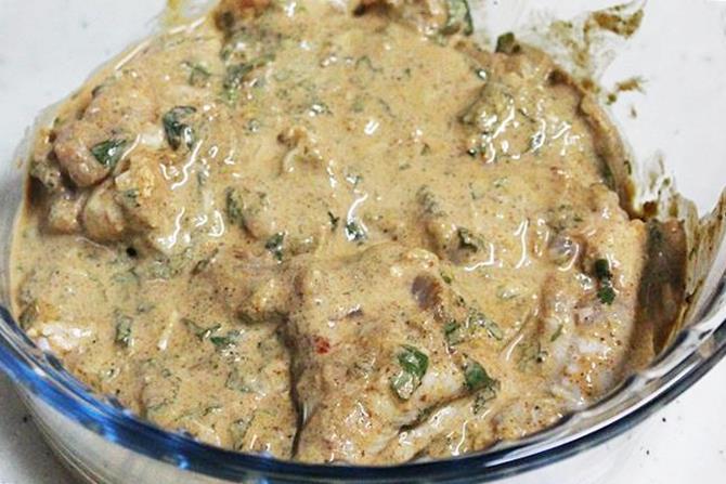 Hyderabadi biryani recipe restaurant style chicken dum biryani marinated meat for making hyderabadi biryani recipe forumfinder Images
