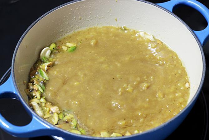 sauteing moong dal halwa in ghee