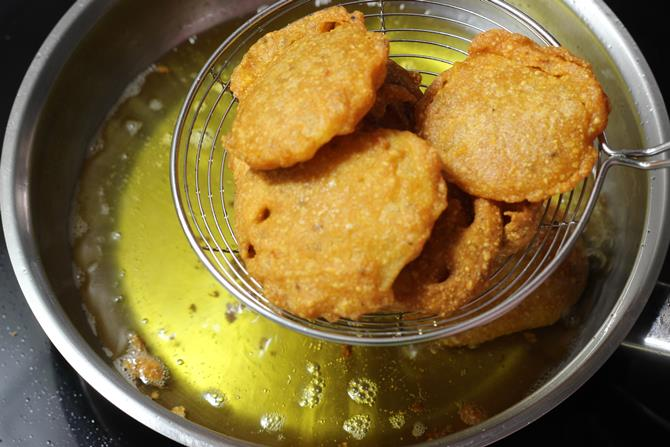 deep frying potato bajji