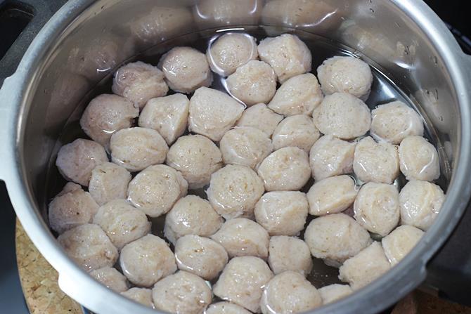 boiling soya nuggets
